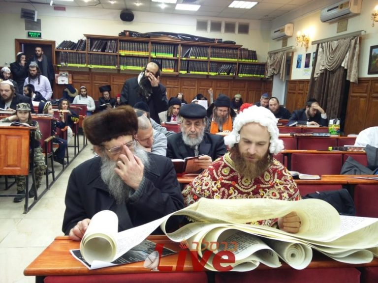 Pictures of Megillah reading in Uman